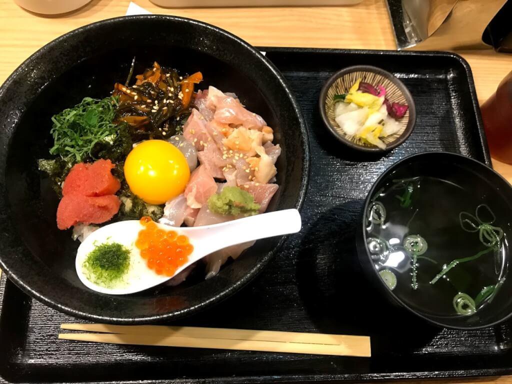 スタンドふじ魚屋丼